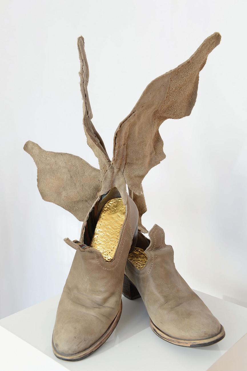 Bottes Hermétiques © Armelle Blary Bottes Hermétiques Sculpture 2013 Bottes de cuir, feuille d'or 46x33x38 cm