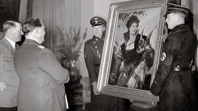 Le Maréchal Göring offrant à A. Hitler