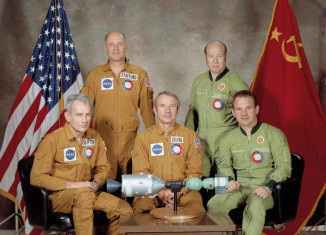 Corps Diplomatique © Portrait of ASTP crews-restoration (nasa domaine public)