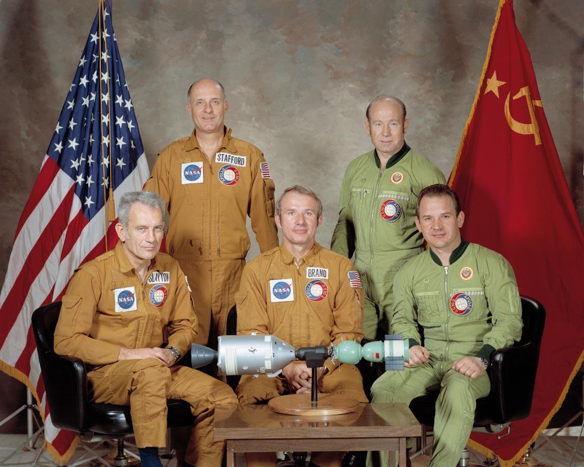 Corps Diplomatique © Portrait of ASTP crews-restoration (nasa domaine public)