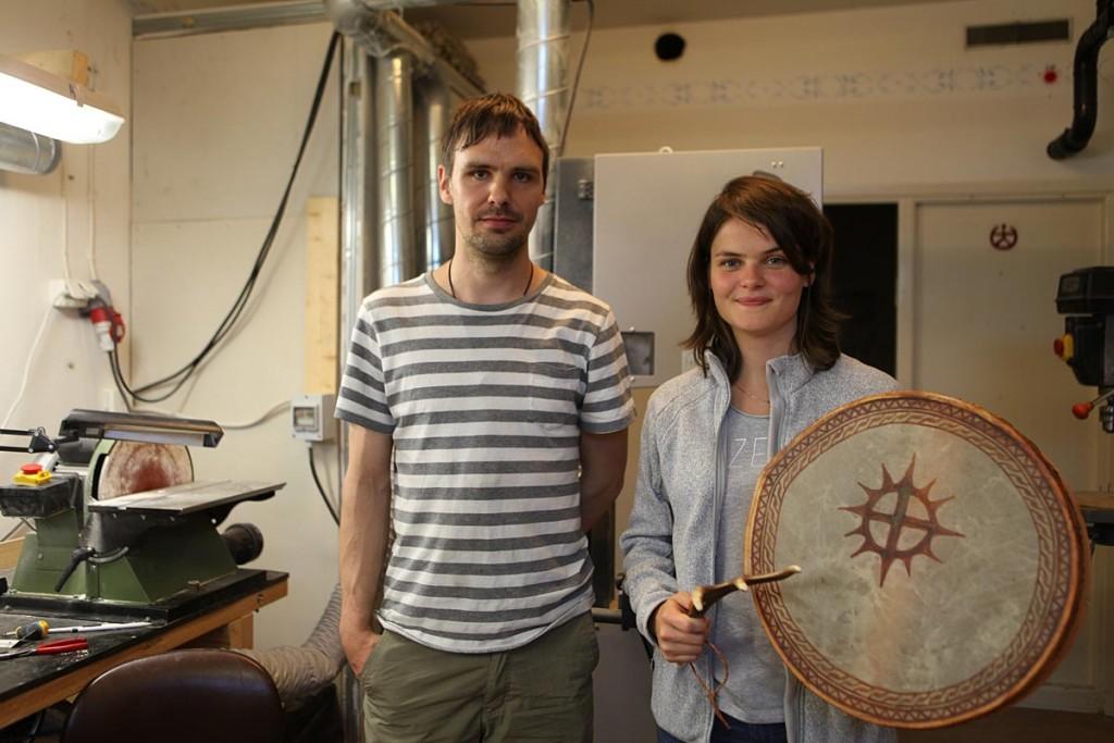 Magali et Fredrik Prost dans son atelier