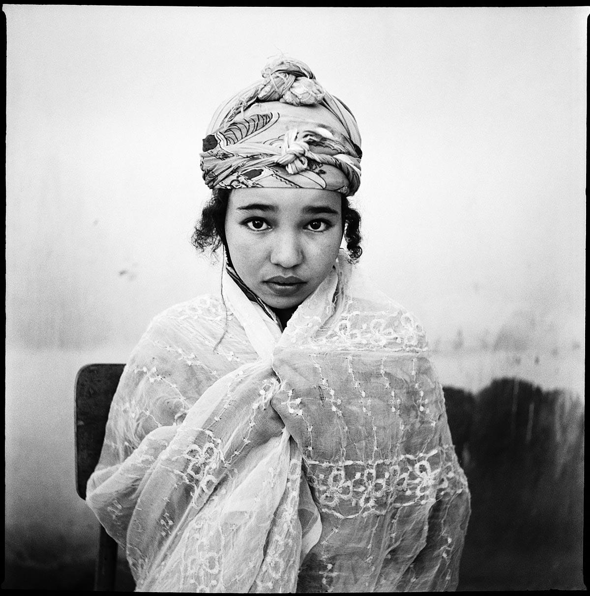 Marc Garanger, Femmes algériennes ( détail), 1960 © Coll. kunstenaar, Lamblore, Courtesy Galerie Binôme, Paris