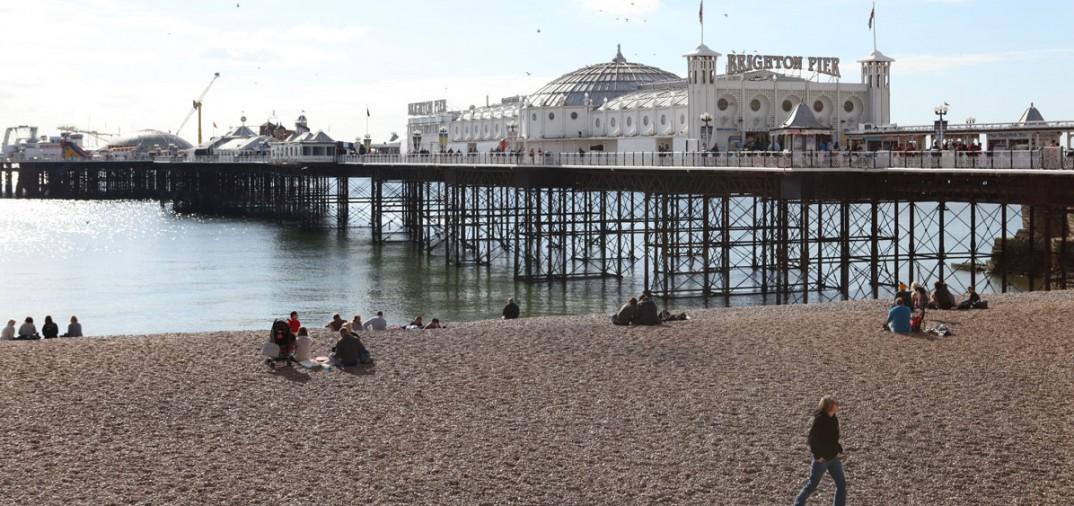 La jetée de Brighton, située sur la côte sud, a été aménagée en complexe de loisirs au cours des années 1920 (théâtres, cinémas, salles de concert, manèges et jeux d'arcade).