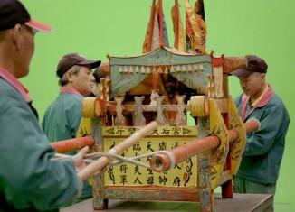 Chia-Wei Hsu Ecriture divine Installation vidéo, double écran, 9'45'', 2016 Production Le Fresnoy – Studio national des arts contemporains © Chia-Wei Hsu Powered by