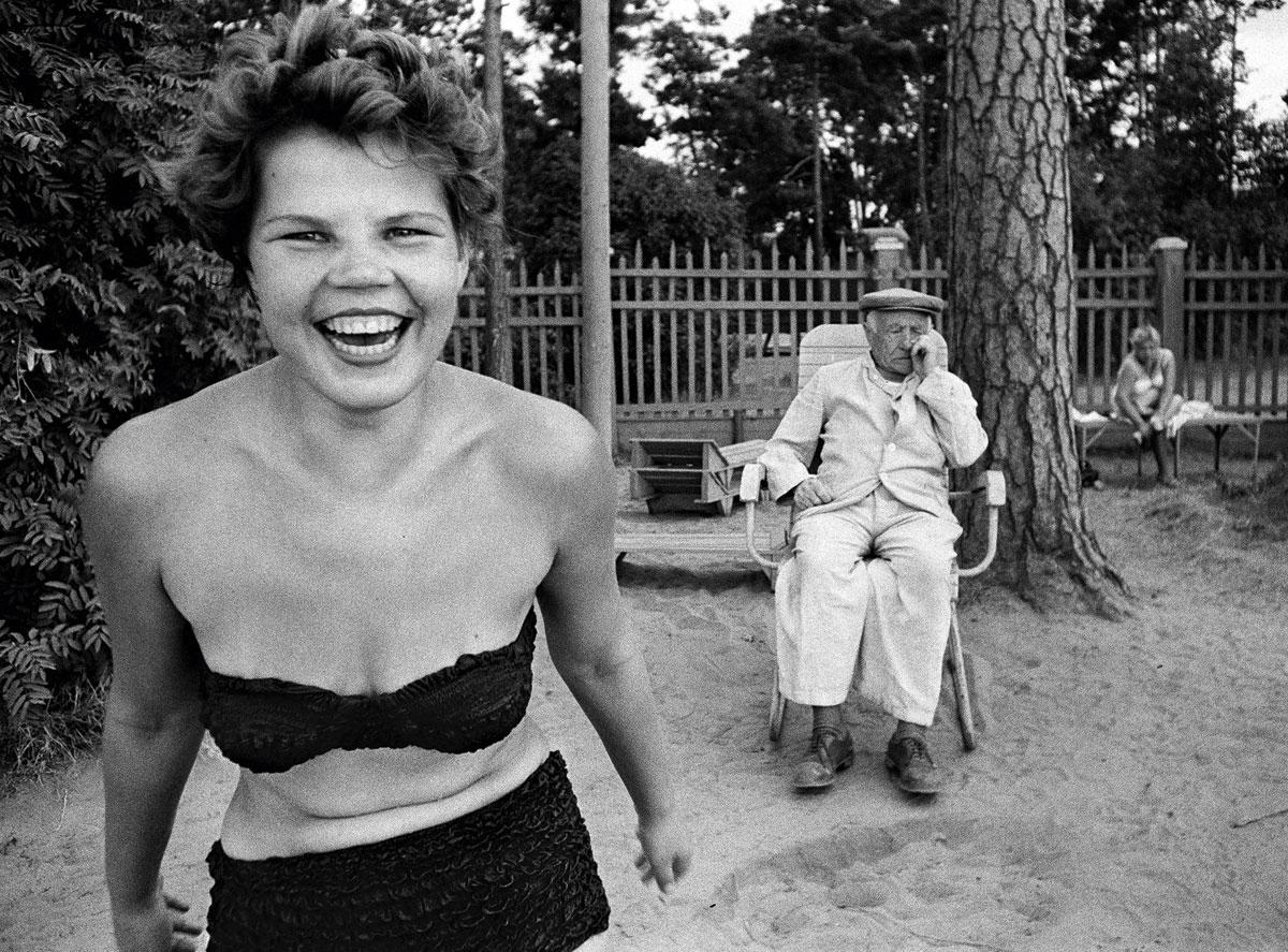 Bikini, Moscow, 1959 © William Klein / Courtesy Polka Galerie, Paris / Gallery FIFTY ONE, Anvers