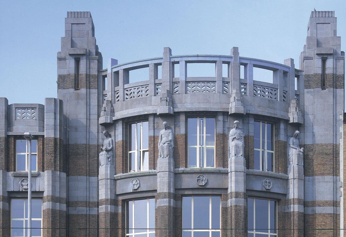 Alexis Dumont, façade de l'Institut des Arts et Métiers, 50 boulevard de l'Abattoir à Bruxelles, 1928-1933. (Art déco)