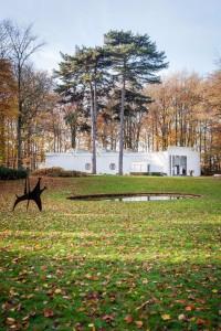 Alexander-Calder-The-dog-1958-©-Calder-Foundation-en-SABAM-Belgium-[2016]-Braem-Pavilion-1969-71-Photo-Ans-Brys