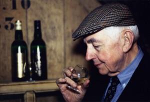 Après-guerre, Jean-Marie Persyn reprend l'activité de la distillerie de Houlle. La Carte Dorée (lancée en 1965) et surtout la Carte Noire (en 1970) assurent la renommée de son genièvre.