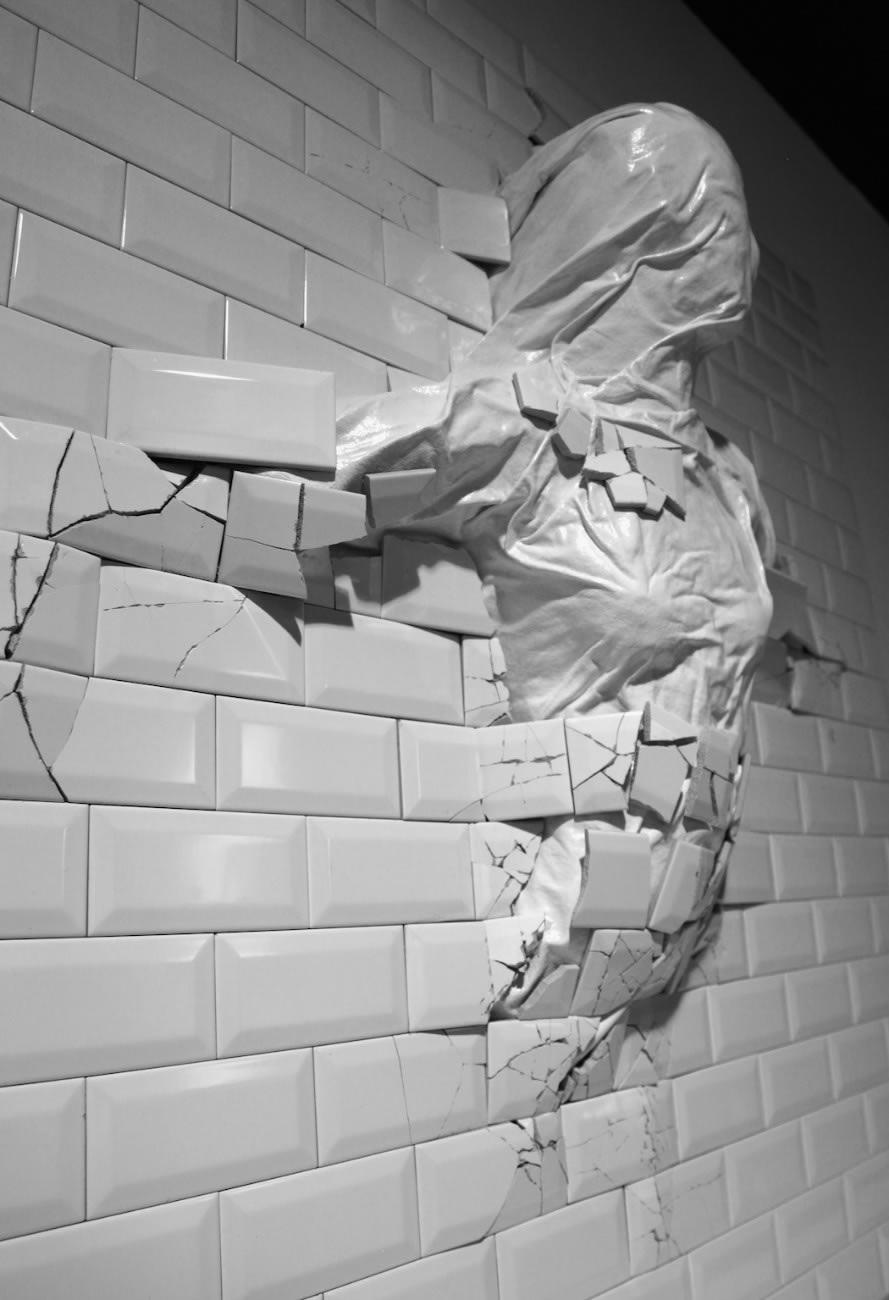 Sculptures From Beneath,The Walls © Graziano Locatelli
