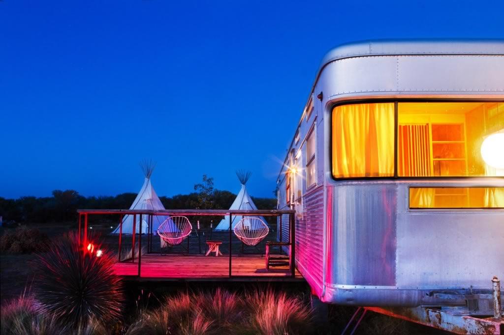 El Cosmico, camping d'inspiration bohème offrant des nuitées en yourtes, tipis ou caravanes colorées où Beyoncé a séjourné en 2012… © Nick Simonite
