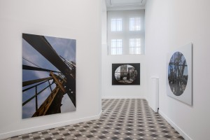 Vue partielle de l'exposition l'âme, un subtil moteur à explosion Boris Mikhaïlov © Mathieu Harel Vivier