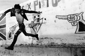 Pablo Ortiz Monasterio Volando-bajo-(De-la-serie-La-última-ciudad), Distrito-Federal,-1989-Plata-sobre-gelatina-40.4-x-49.5-cm-SIGROPAM-59331