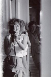 Delphine Seyrig et l'actrice Viva lors du tournage de Sois belle et tais-toi, 1975 © Archives Seyrig