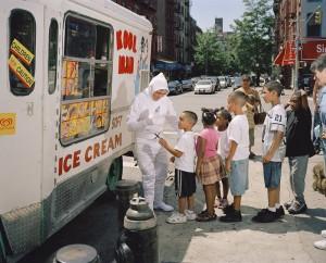 Iceman. Bolivar Abril originaire d'équateur est vendeur de glaces. Il envoie 250 dollars par semaine à sa famille.