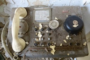 Poste de téléphone RFT abandonné dans une boulangerie industrielle à Francfort-sur-L'Oder, janvier 2016. Photo © Nicolas Offenstadt / Albin Michel