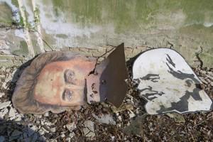 Effigies de Lénine et Rosa Luxemburg abandonnées dans l'usine de fibres chimiques de Premnitz, avril 2015. Photo © Nicolas Offenstadt / Albin Michel