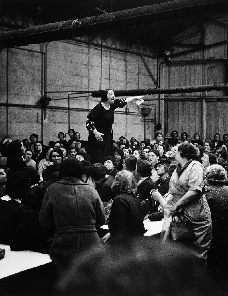 Willy Ronis, Prise de parole aux usines Citroën - Javel, 1938 © Centre Pompidou, MNAM-CCI / Bertrand Prévost / Dist. RMN-GP © RMN - Gestion droit d'auteur Willy Ronis