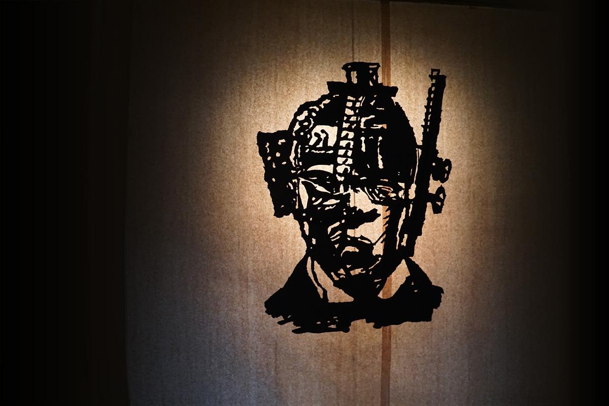 Vue d'exposition, Accessoire pour The Head & the Load, 2018, carton découpé, 146 x 96 cm © photo Julien Damien