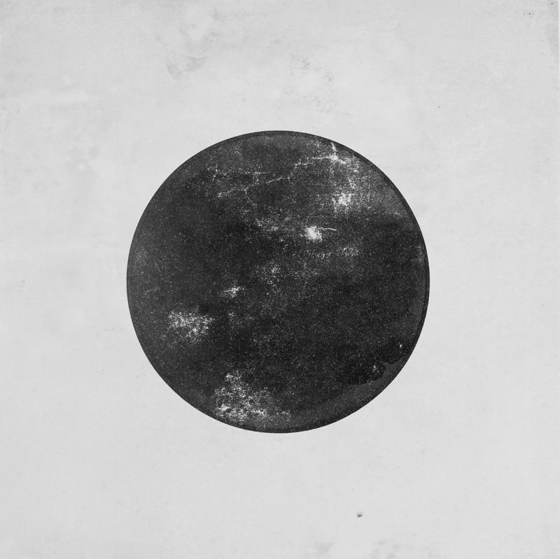 Cercle noir sur fond blanc (Matériel d'enseignement au Bauhaus) Vassily Kandinsky, 1922-1933 Gouache sur papier, H. 24,3 cm ; L. 24,2 cm © Centre Pompidou, MNAM-CCI, Dist. RMN-Grand Palais / Adam Rzepka