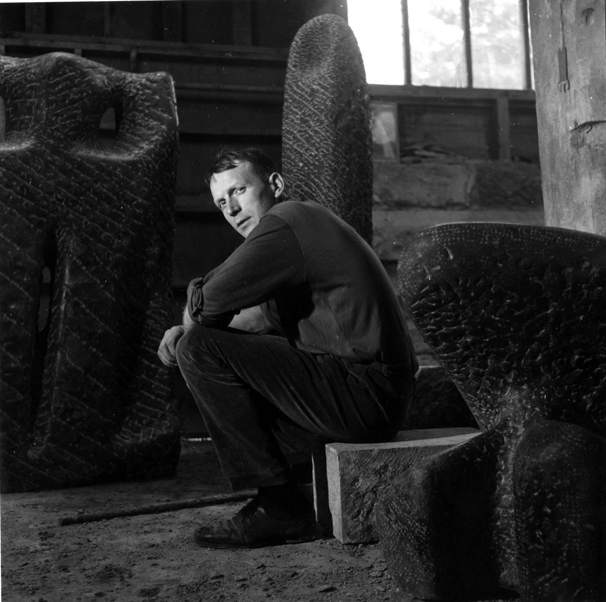 Eugène Dodeigne dans son atelier, 1958 Archives Dodeigne