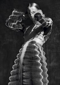 Iris van Herpen, in collaboration with Philip Beesley, Glitch dress in laser-cut Mylar® fabric, Spring–Summer 2017 © Photo : Sølve Sundsbø / Art + Commerce